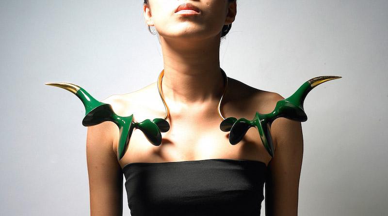 photo Yun Sang hee, collier Attaque de cornes vertes, 2009