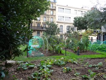 jardin réservé aux élèves des écoles du 17e arrrondissement de Paris
