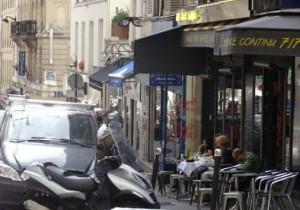 terrasse d'un bar rue des martyrs, paris 75009