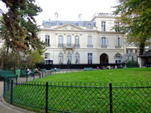 Vue du square et de l'hôtel Dosne-Thiers