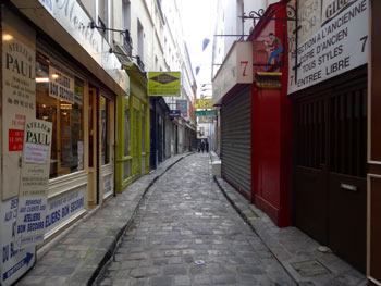 alleys and passageways of rue du faubourg saint antoine un jour de plus paris. Black Bedroom Furniture Sets. Home Design Ideas