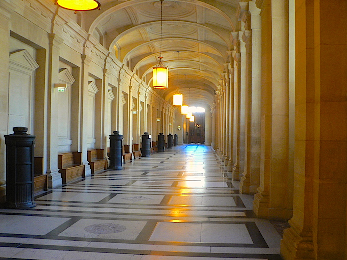photo couloir palais justice paris