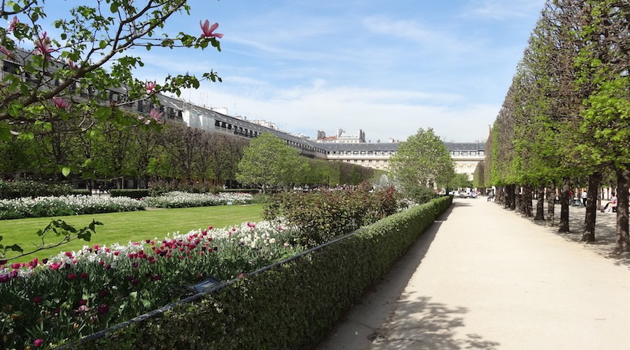 jardin du palais royal un jour de plus paris. Black Bedroom Furniture Sets. Home Design Ideas