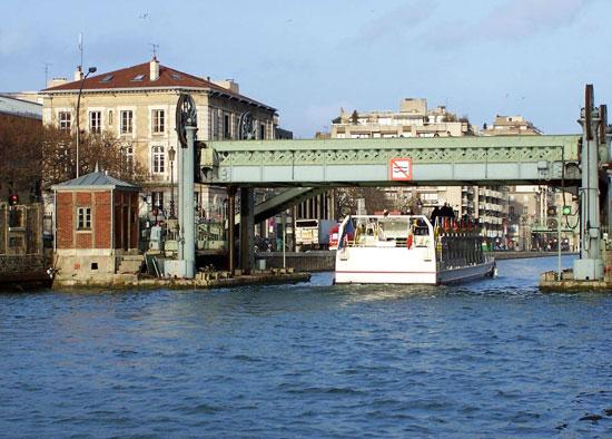 pont levant paris 19