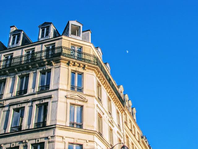 facade balcon immeuble haussmann paris