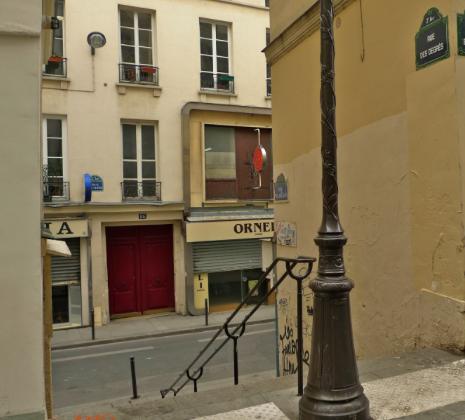 plus petite rue paris