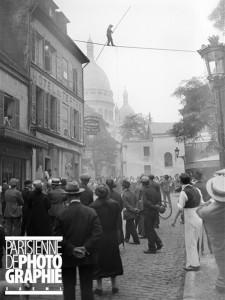 funambule a montmartre en 1930