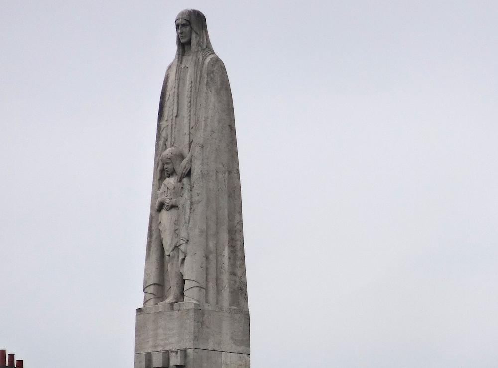 statue sainte genevieve paris