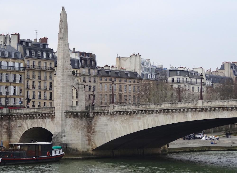 statue sainte genevieve pont tournelle