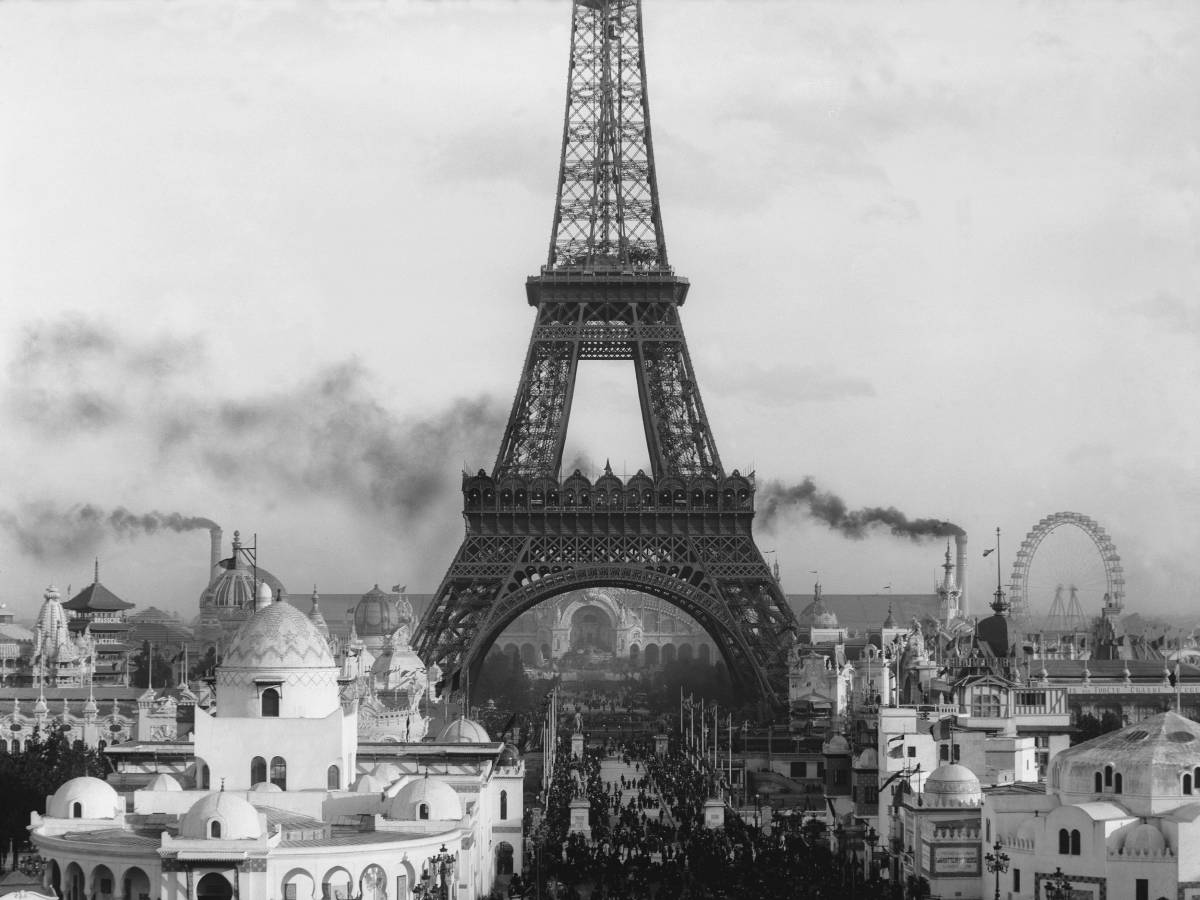 the history and construction of the eiffel tower un jour. Black Bedroom Furniture Sets. Home Design Ideas