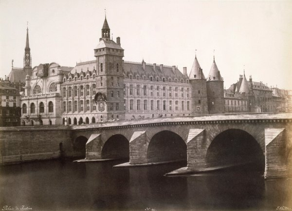 Photo de la Conciergerie en 1854.