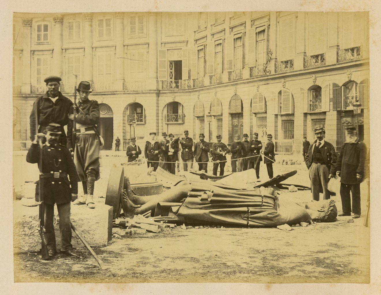 18 mars 1871 - Début de la Commune de Paris Photo-commune-paris-napoleon-colonne-vendome
