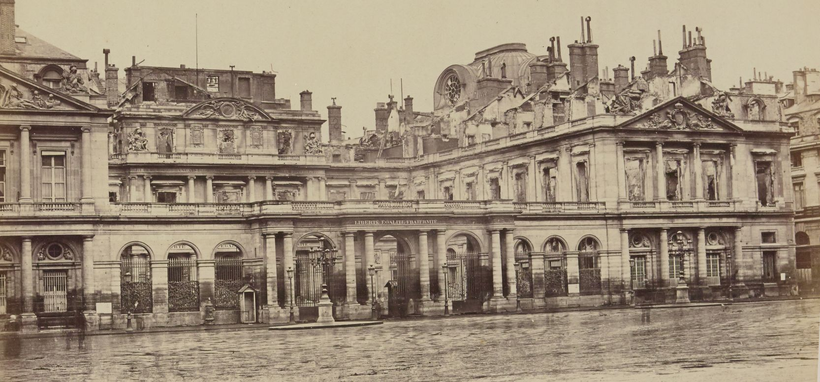 18 mars 1871 - Début de la Commune de Paris Photo-ruinepalais-royal-commune-paris