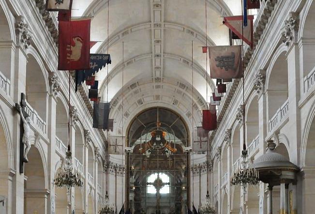 drapeaux saint louis des invalides