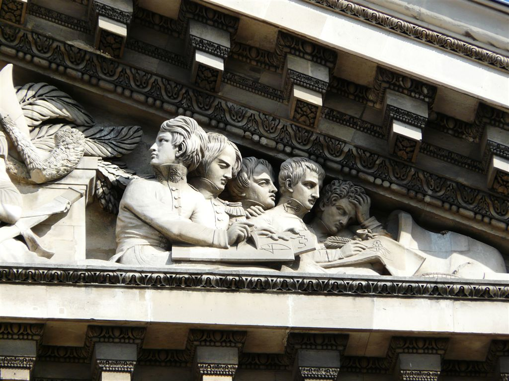 pantheon fronton detail eleves ecole militaire