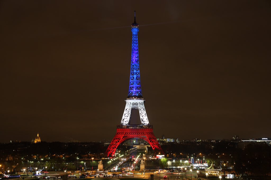 tour eiffel drapeau francais