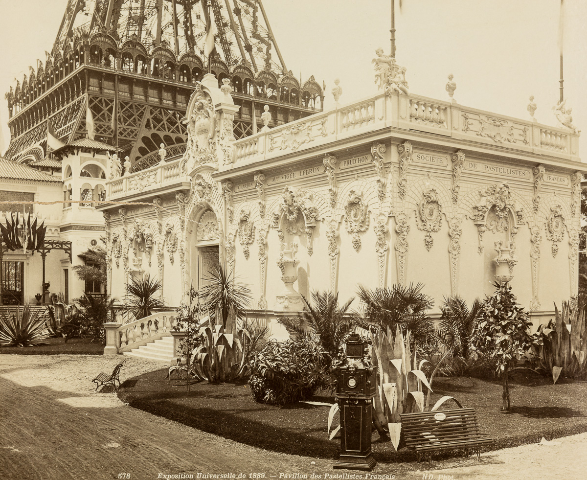 It was with the architecture of the pavilions and buildings specially built  for the exhibition that France demonstrated his technique.