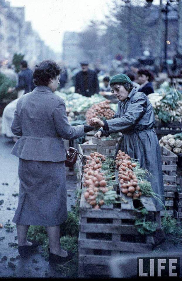photo les halles paris vendeur legumes