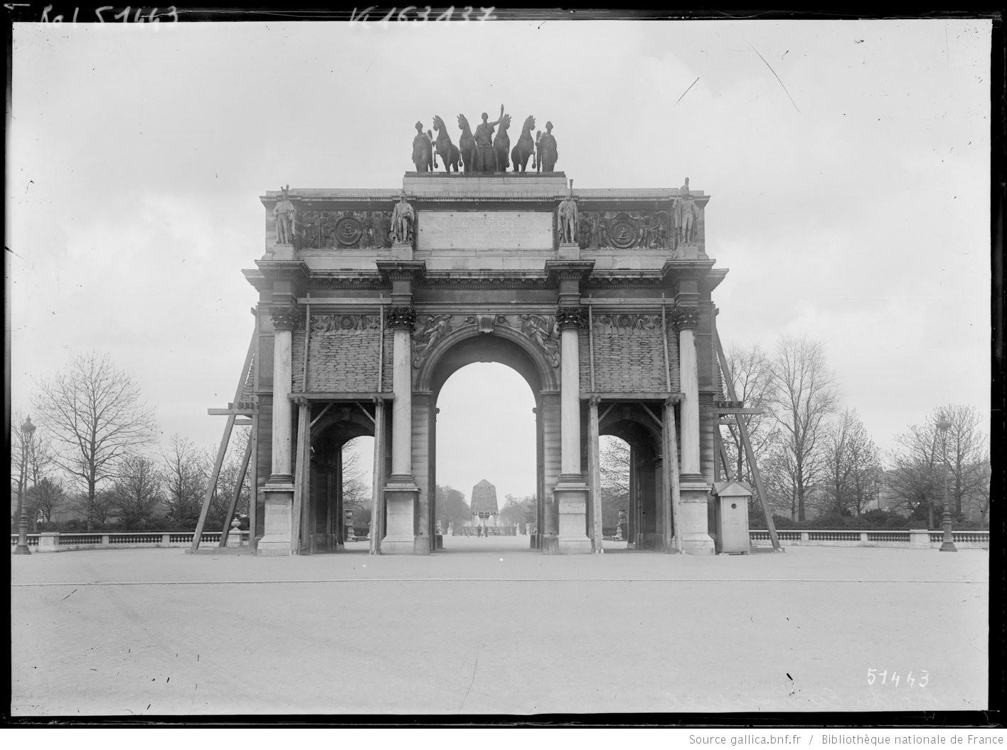 Arc de triomphe du Carrouse bombardements paris 1918