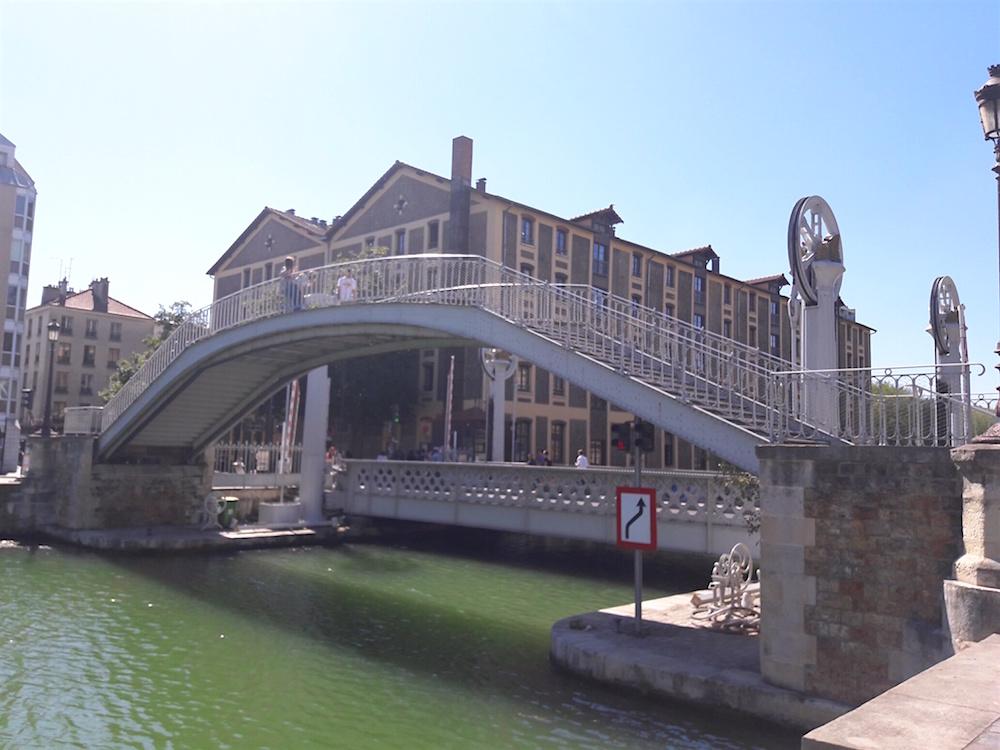 pont levant paris rue crimee