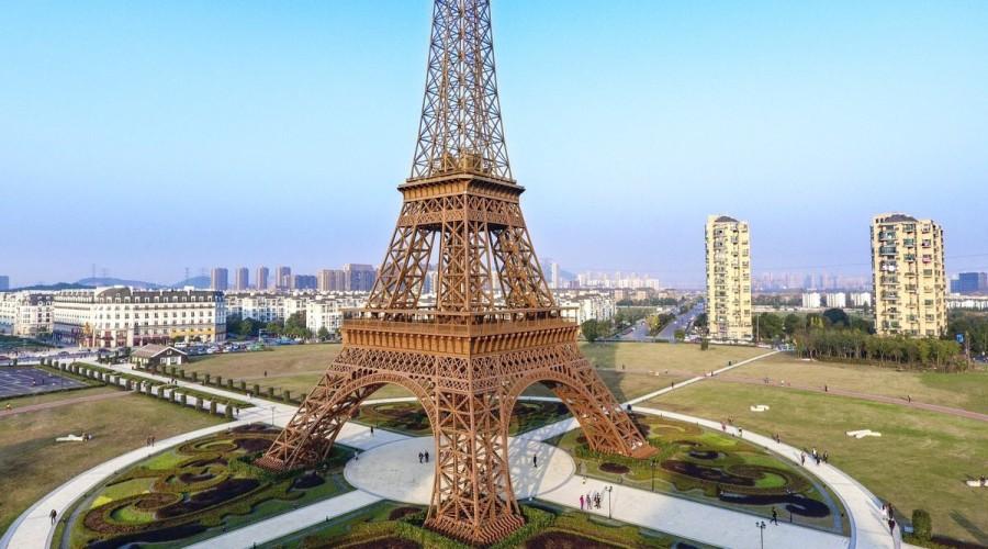 eiffel tower replicas around the world un jour de plus paris. Black Bedroom Furniture Sets. Home Design Ideas
