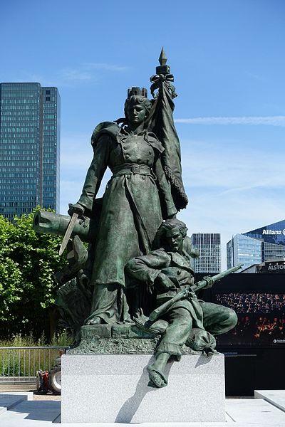 la defense de paris statue