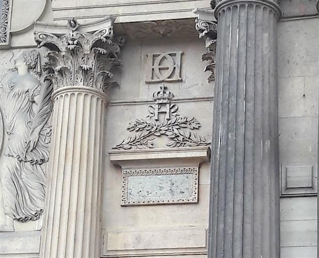 monogramme henri II cour carree