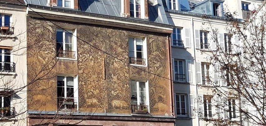 "The magnificent ""Sgraffito"" facade of the rue Mouffetard"