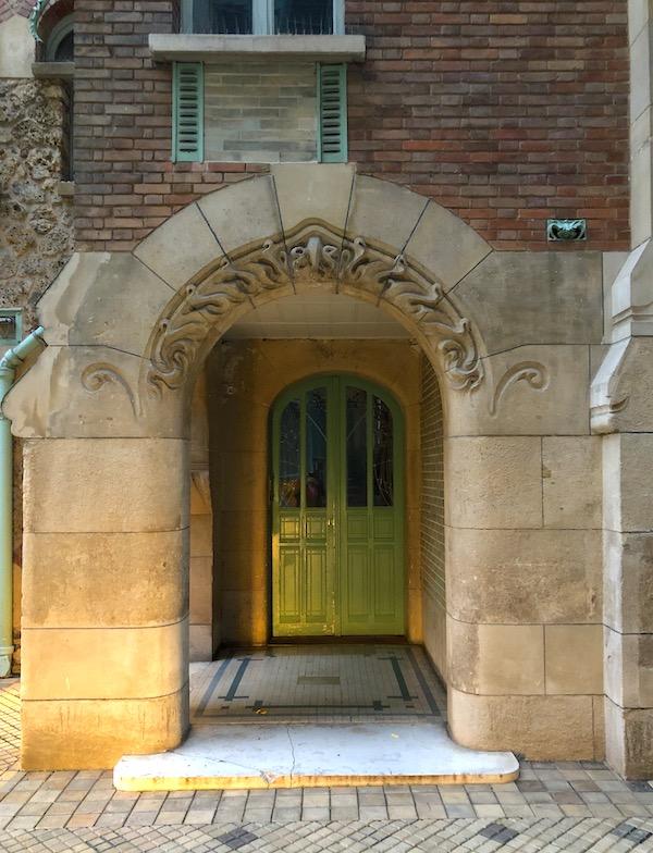 castel beranger porte cour interieure